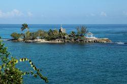 Naaktstrand bij resort in Jamaica
